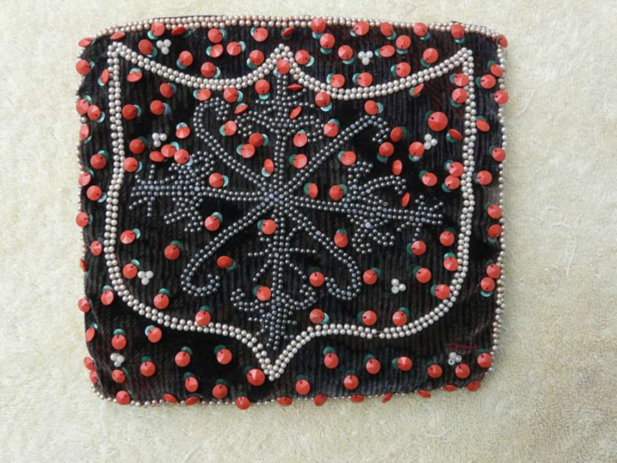 Purse: Shield Design with Apple Sequins